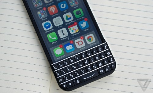 BlackBerry wins court order banning sales of Typo iPhone keyboard case