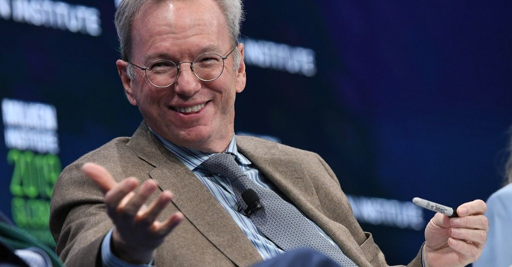 """Eric Schmidt, who bought YouTube for a premium, thinks social networks are """"amplifiers for idiots"""""""
