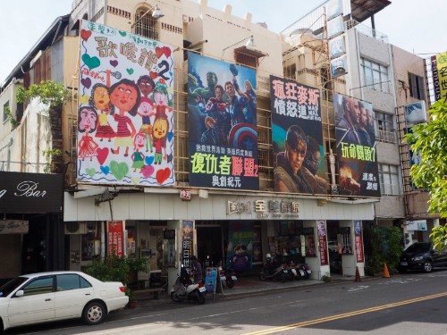 Make your own Bradley Cooper portrait at the Taiwanese theater that hand-paints every poster