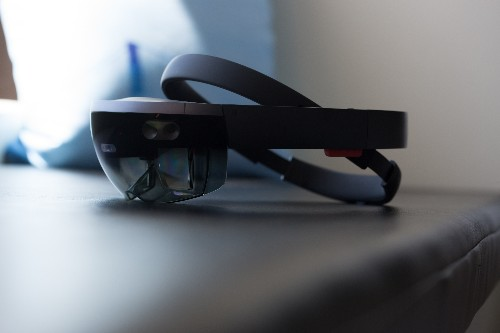 Microsoft planning to unveil HoloLens 2 this year