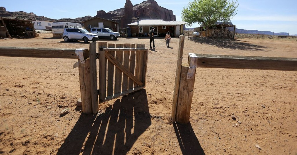 Romney, McAdams urge Pelosi to act on Navajo clean water bill amid pandemic