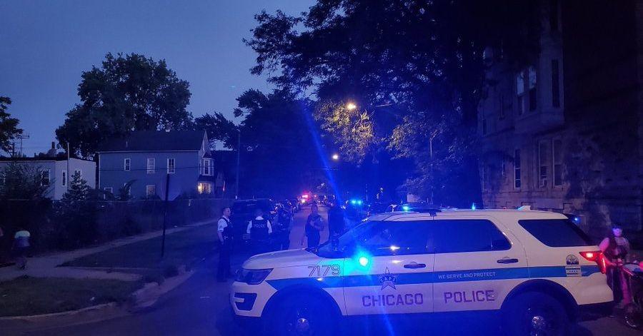 Logan Square man prompts SWAT standoff after threatening to get gun: police