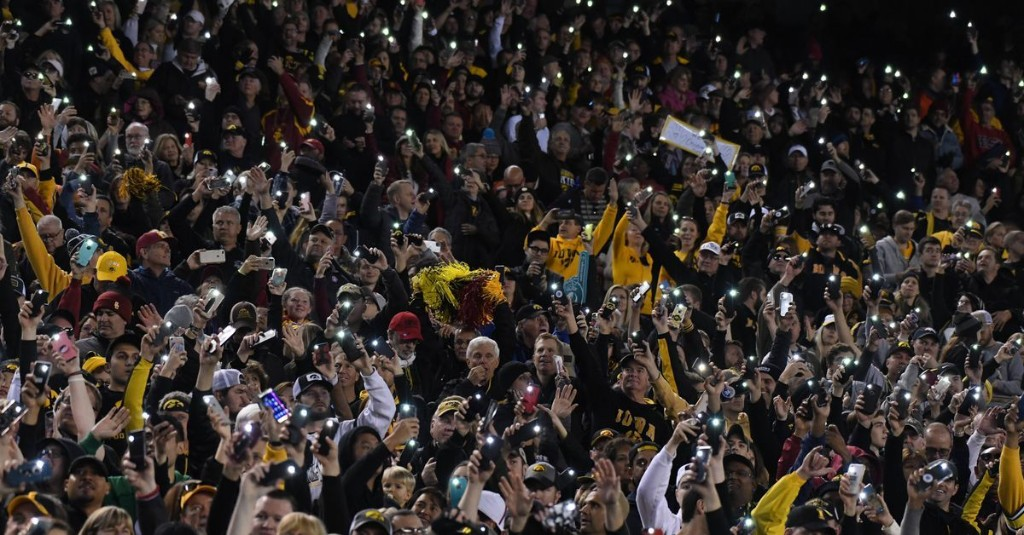 Iowa Football: Hawkeye Fans React to Conference-Only Schedules, Attending Games in Kinnick