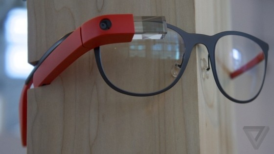 Google reportedly trying to block distracted driving laws for Glass