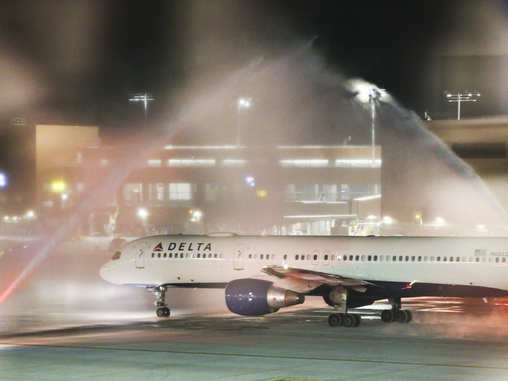'Beautiful' Salt Lake airport awes travelers on first flight from new facility