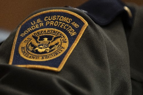 Border officials have 'near-unfettered' access to electronic devices, ACLU says