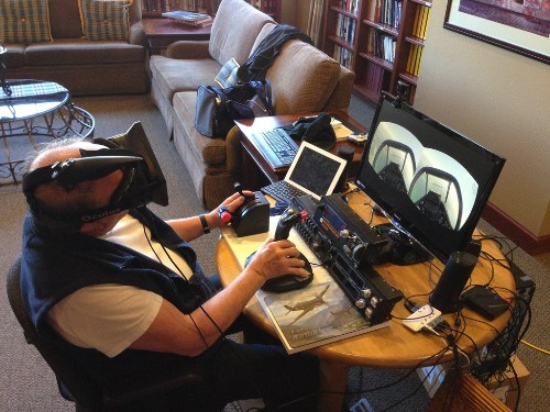 Oculus Rift lets elderly veteran pilots fly again