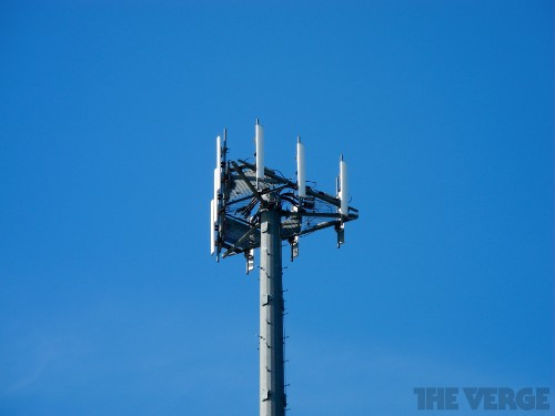 AT&T expands LTE empire with $1.9 billion spectrum purchase from Verizon