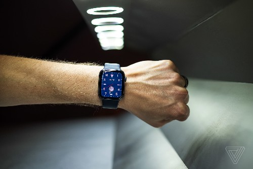 How to swim with (and dry out) your Apple Watch