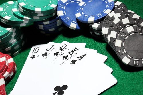 Texas Hold 'Em poker machine built on neural networks beats even the best players