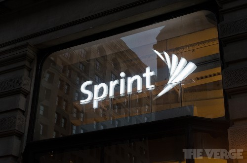 Sprint reportedly preparing bid to purchase T-Mobile in 2014