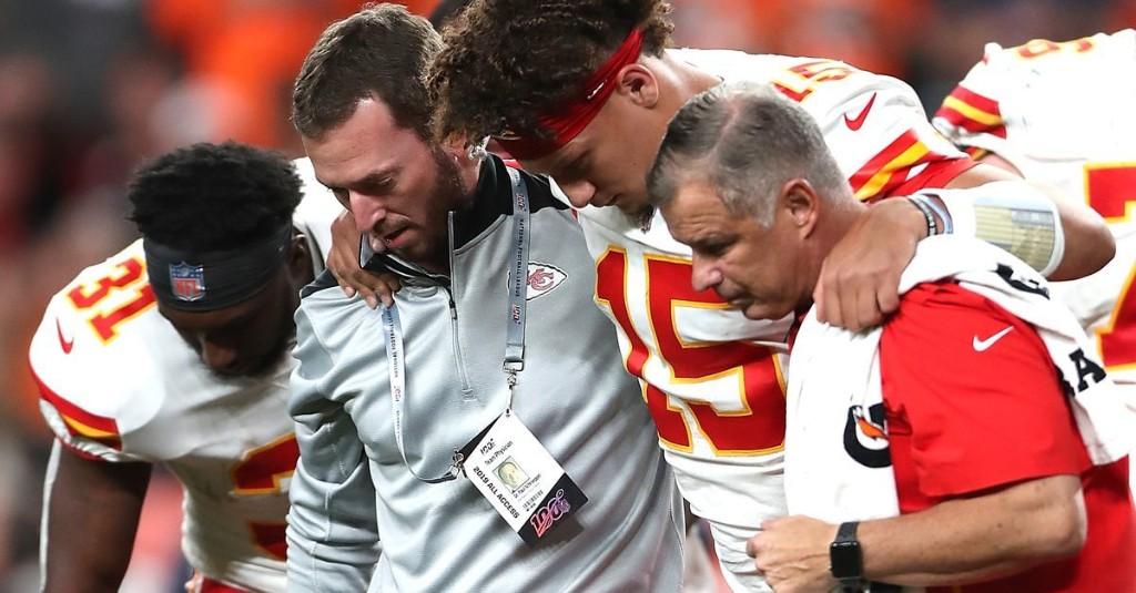 "Chiefs Receive ""Best-Case Scenario"" on Patrick Mahomes's Knee Injury"