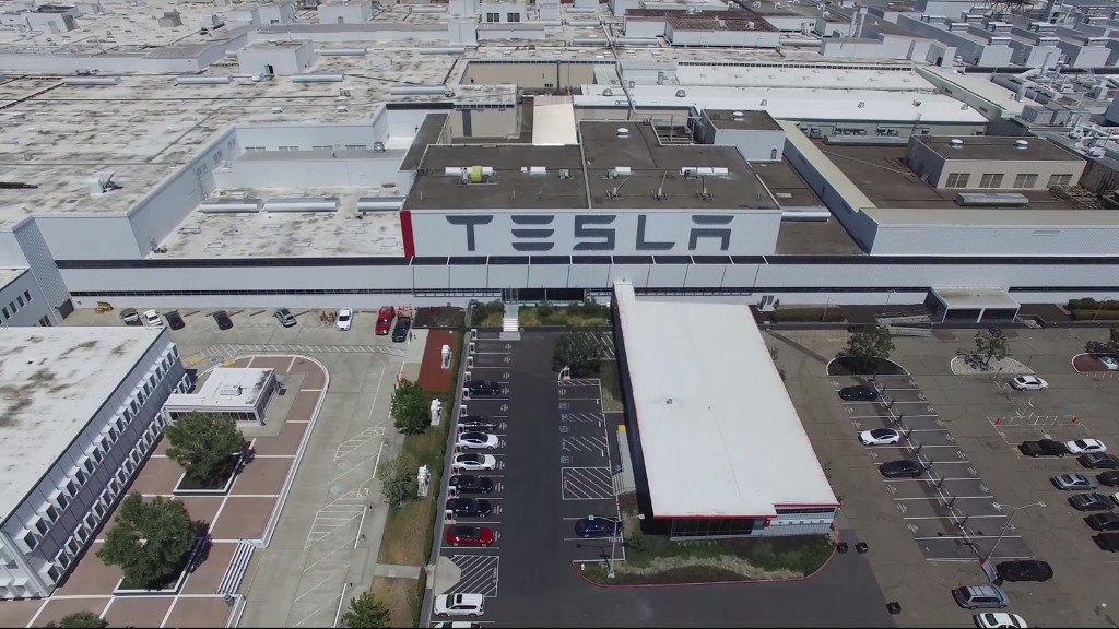 Sweeping 4K drone footage shows off Tesla's Fremont factory