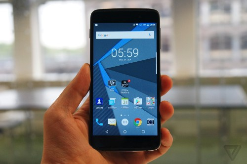 Hands-on with BlackBerry's touchscreen phone