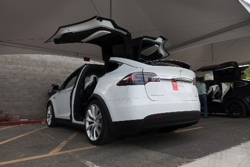 Tesla drops Model X price by another $3,000