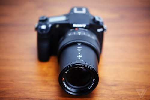 Up close and personal with Sony's awesome compact camera, the RX10