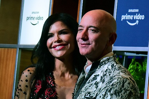 Jeff Bezos' girlfriend shared compromising texts with her brother, who sold them, WSJ reports