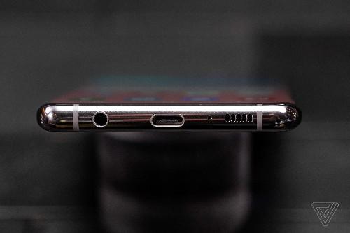 The Samsung Galaxy S10 keeps the headphone jack alive