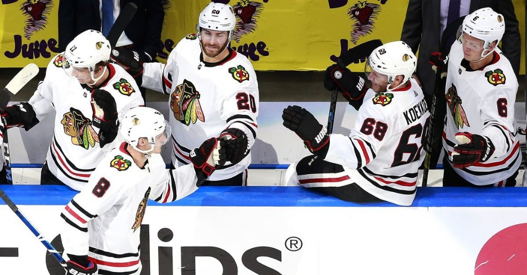 This You Gotta See: Blackhawks-Oilers, Cubs-Cardinals, a golf major — and a parade bus?