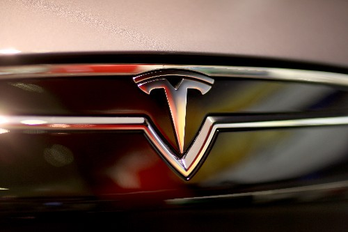 Tesla guards allegedly smashed journalists' car window during Gigafactory incident