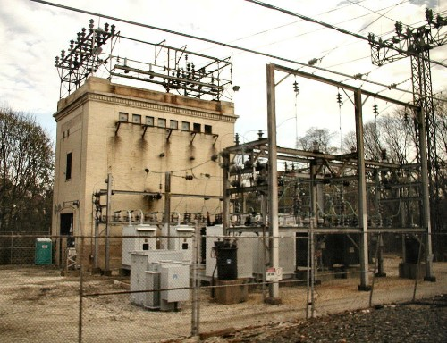 US lawmakers call for stronger power grid security after sniper attack