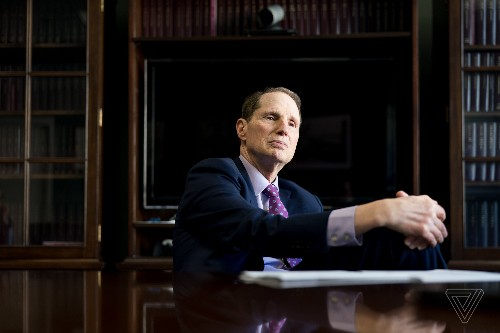 Ron Wyden wants Facebook to 'mind your own business' with new privacy bill