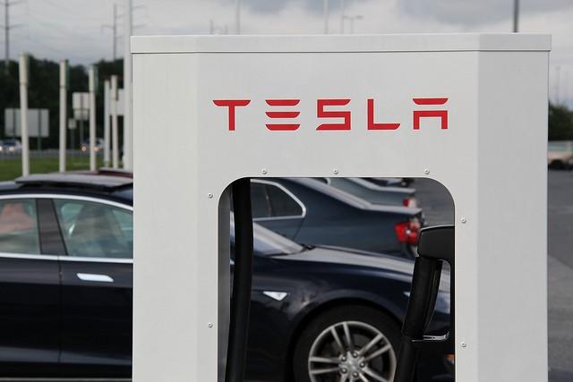 Mac hardware VP heads to Tesla to develop new vehicles
