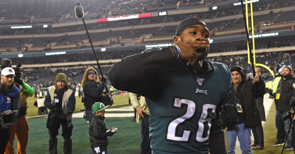 Miles Sanders says he's fine after putting a scare into Eagles fans