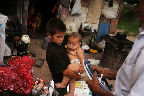 Lifting people out of extreme poverty requires a comprehensive approach, study finds