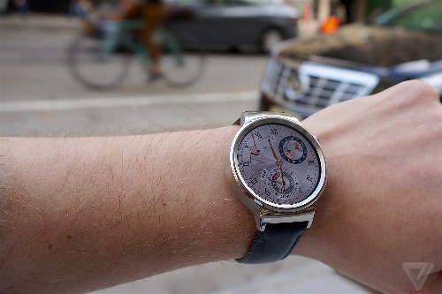 Android Wear gets voice calling and message dictation in major update