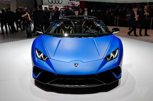 Lamborghini's convertible Huracán looks stunning in matte blue