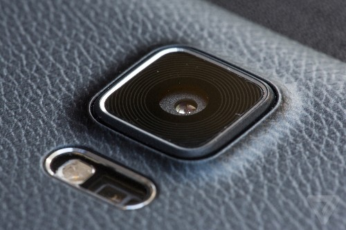Samsung teases 'amazing' camera in new flagship phone