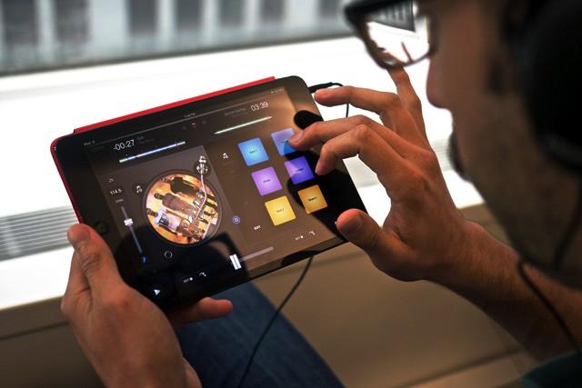 Djay 2 remixes music-making on iPhone and iPad