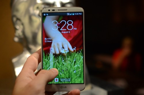 LG G2 available from US carriers this month