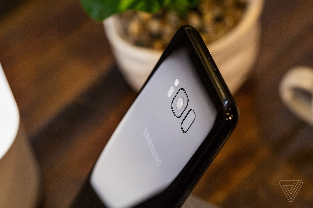 Samsung will reportedly introduce an in-display fingerprint reader with the Galaxy Note 9