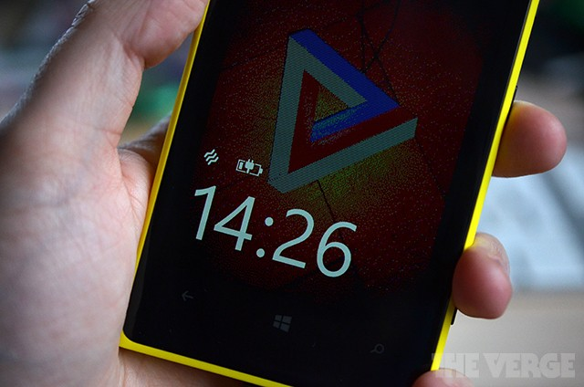 Nokia adds a little more Symbian customization to its Windows Phone Glance screen