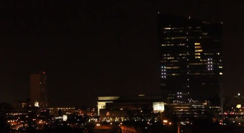 Watch a giant 'Pong' game played on the side of a 29-story building