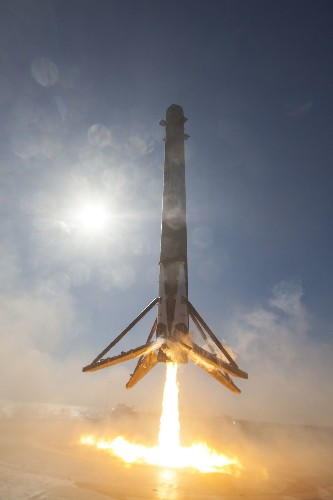 New SpaceX landing photos make you feel like the rocket is coming down on top of you