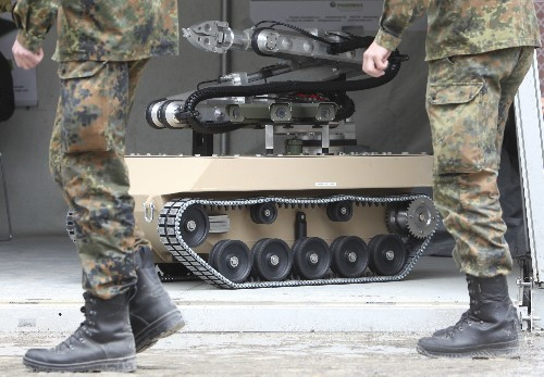 Musk, Hawking, and Chomsky warn of impending robot wars fueled by AI