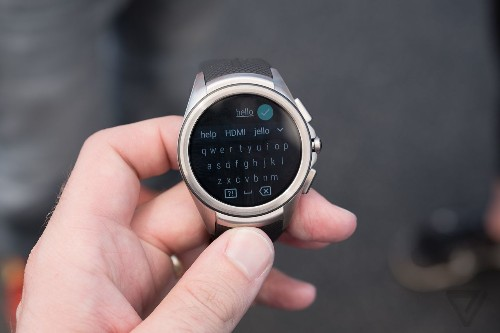 A first look at Android Wear 2.0
