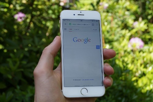 Facebook now surfacing public profile information in mobile Google searches