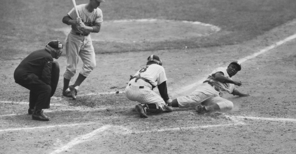 Jackie Robinson stole home in the 1955 World Series - A Hunt and Peck