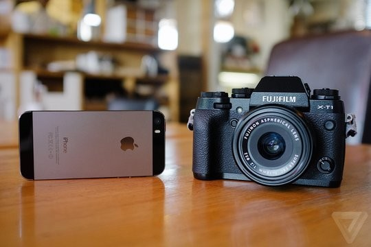 How does the iPhone hold up against a serious camera?