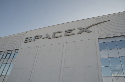 SpaceX's Moon flight will be the first truly private ticket to space