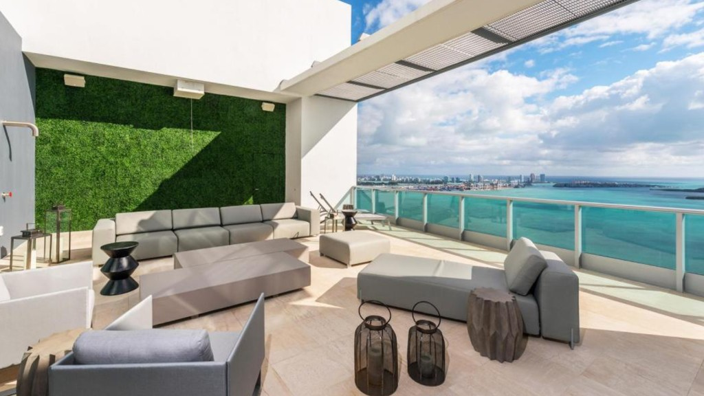 5 Miami homes for $7M