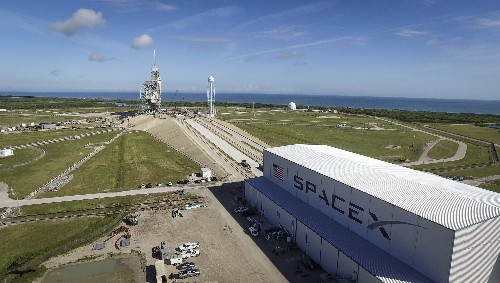 Eight things to know about the SpaceX Falcon Heavy launch