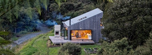 New Zealand's backcountry huts inspired this breezy, open home