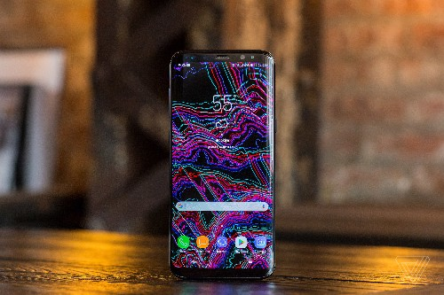 Mossberg: Samsung Galaxy S8 squeezes more into less