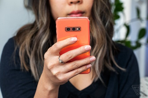 You can still save $200 on a Samsung Galaxy S10E