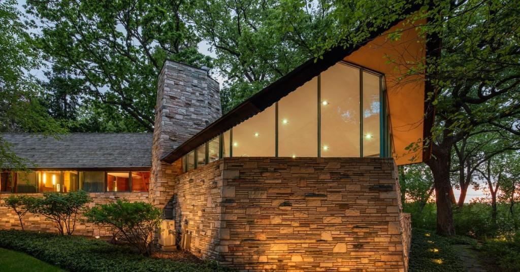 Striking Frank Lloyd Wright home now wants $2.75M